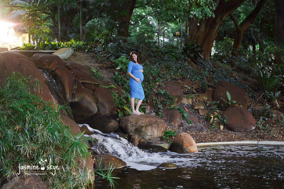 waterfall pregnancy photography