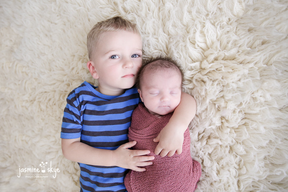 newborn-with-sibling-photography
